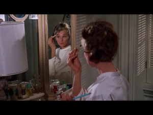 Poe's room should have a glamorous vanity like Holly's.